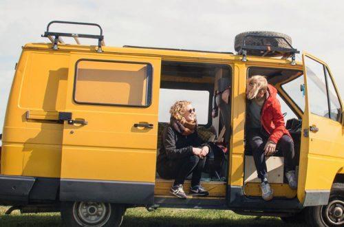 Anniek et Mattias rénovent un vieux Renault Trafic pour leur roadtrip en Europe