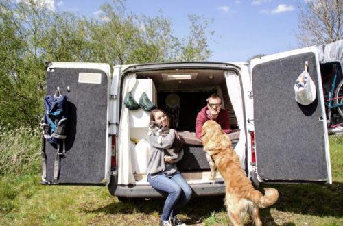Marion et Florian ont parcouru l'Europe en van accompagnés d'un chat et d'un chien