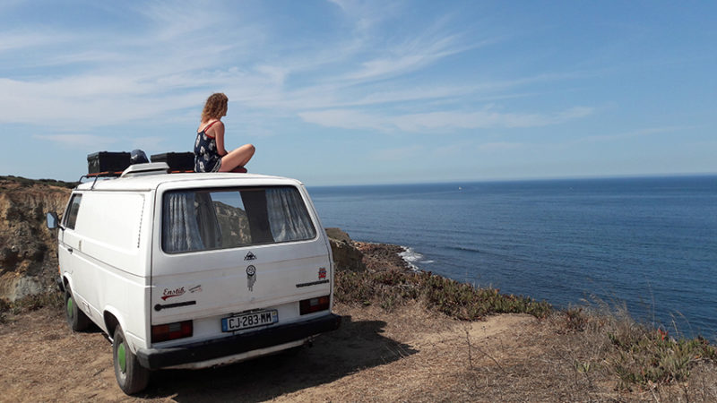 Coline & Morgan profitent de leur Volkswagen T3 pour s'évader les week-ends et pendant les vacances