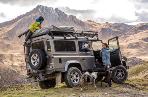 """<span class=""""entry-title-primary"""">Les bivouacs & aventures d'une famille en Land Rover Defender aménagé</span> <span class=""""entry-subtitle"""">Marie et Fred ont réinventé leur vie de famille grâce à des sorties au grand air et des bivouacs improvisés avec leur Land Rover Defender, aménagé pour accueillir toute la fratrie (chien compris) !</span>"""