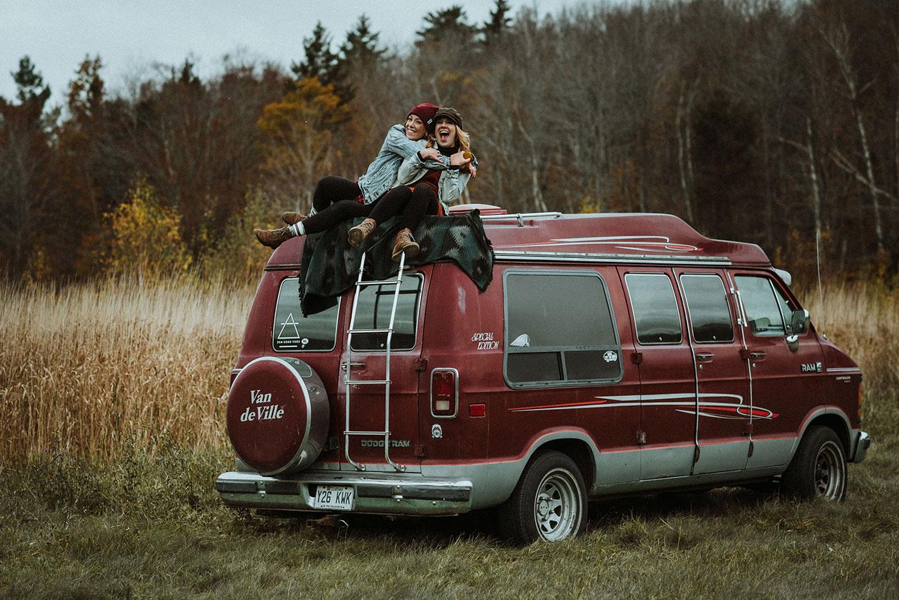 Gabrielle, photographe et vanlifeuse québécoise en roadtrip automnal